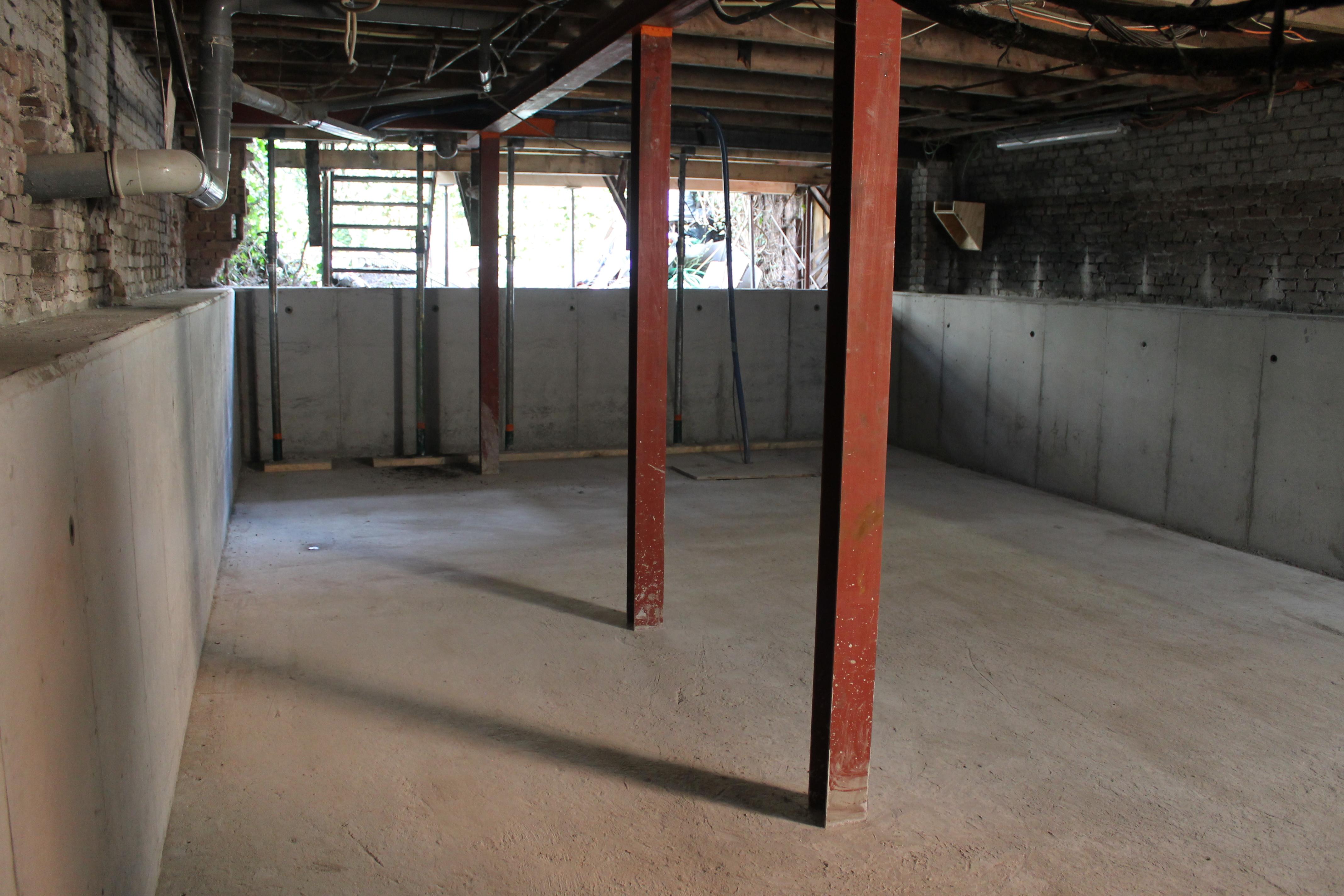 De nieuwe fundering is klaar. In dit geval is de kruipruimte extra uitgediept zodat deze als extra woonlaag kan worden gebruikt.