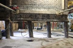 De stalen buispalen zijn op diepte aangebracht, tot in de draagkrachtige zandlaag. In Rotterdam ligt die ongeveer tussen 18-22 meter diepte.