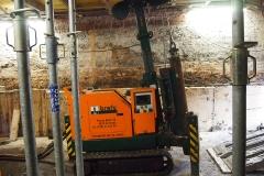 De heimachine onder de begane grondvloer.