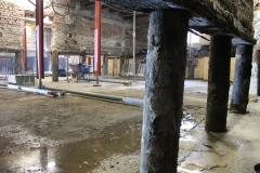 De kruipruimte is uitgegraven en de werkvloer is gestort. De palen staan bloot. Het is belangrijk dat er dan geen zware werkzaamheden in de directe omgeving plaatsvinden.