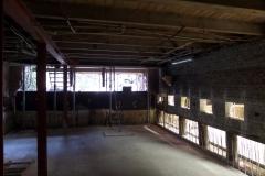 De constructievloer is aangebracht. Rechts de inkassingen voor de constructiemuur.