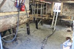 Als de grond is afgegraven kan de werkvloer worden gestort.
